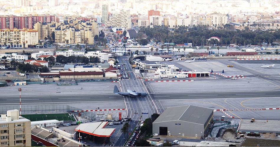 مطار جبل طارق الدولي، جبل طارق